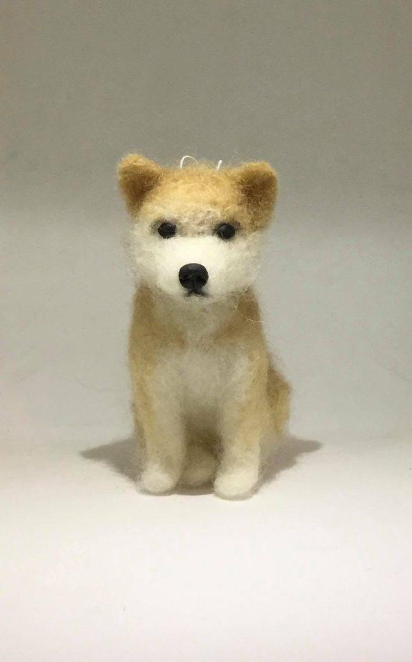 Rankų darbo šuniukas veltinukas Akita